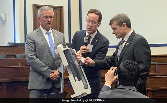 Scientist Shows How Easily American Voting Machines Can Be Hacked