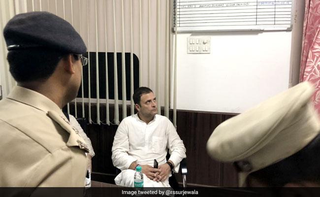 Congress Protest Live Updates: गिरफ्तारी देने पहुंचे राहुल गांधी लोधी रोड थाने से निकले, CBI दफ्तरों पर कांग्रेस का 'हल्ला-बोल'