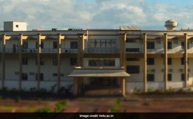 रायपुर लॉ यूनिवर्सिटी के वीसी सुखपाल सिंह का इस्तीफा, कुलपति के खिलाफ हड़ताल पर थे छात्र