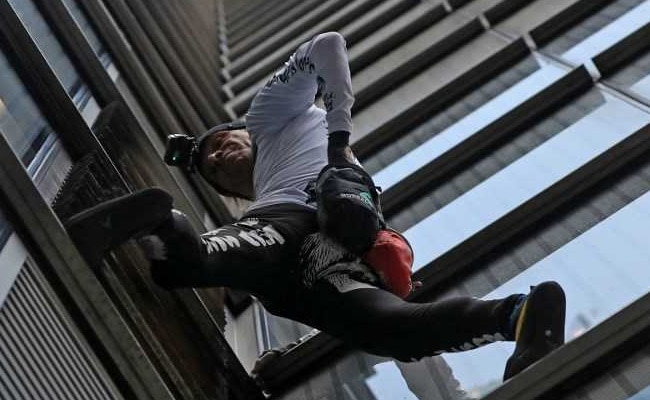 'Real-life Spiderman' climbs one of UK's tallest buildings - without wires