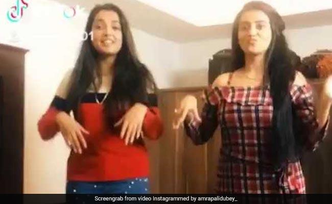 आम्रपाली दुबे और अक्षरा सिंह के बीच हुई पिलो फाइट, पलंग पर यूं तहलका मचाती दिखीं भोजपुरी एक्ट्रेस; Video Viral