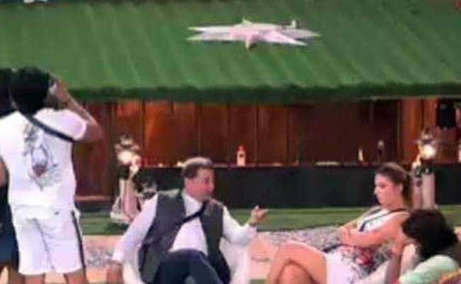 Bigg Boss 12: अनूप जलोटा ने चली शातिर चाल, श्रीसंत को रोमिल ने किया बेहाल- देखें Video