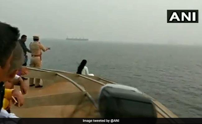 Video : सुरक्षाकर्मी करते रहे मिन्नतें, लेकिन नहीं मानीं सीएम देवेंद्र फडणवीस की पत्नी अमृता