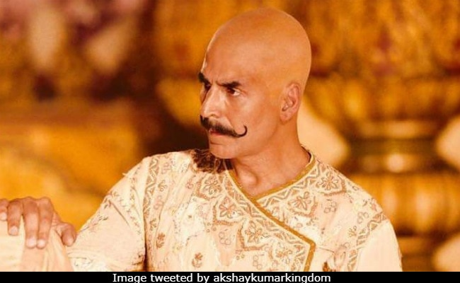 Akshay Kumar Halts Housefull 4 But Fans Still Love His Bald Look, Reportedly From The Film