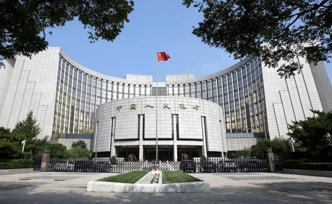 China shares fall despite central bank action