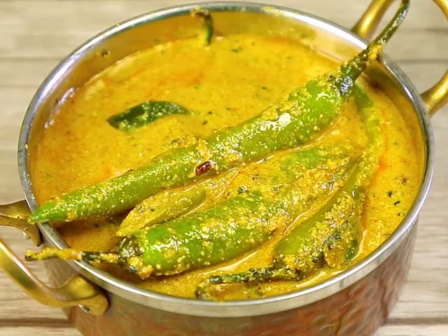Video : How To Make Mirchi Ka Saalan At Home