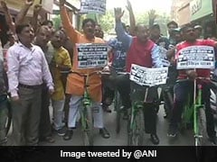 Vijay Goel Leads Cycle Rally, Demands Reduction Of VAT On Fuel In Delhi
