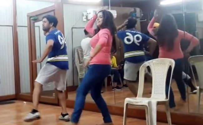 आम्रपाली दुबे ने निरहुआ संग की डांस रिहर्सल, 'आम्रपाली रे...' सॉन्ग पर गिराई बिजलियां- देखें Video