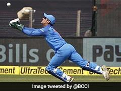 MS Dhoni Takes Spectacular Catch To Dismiss Chandrapaul Hemraj In 3rd ODI