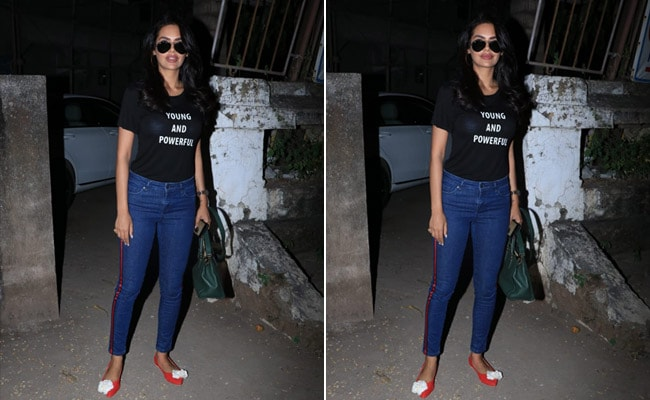 3 Slogan T-Shirts To Look As Cool As Esha Gupta
