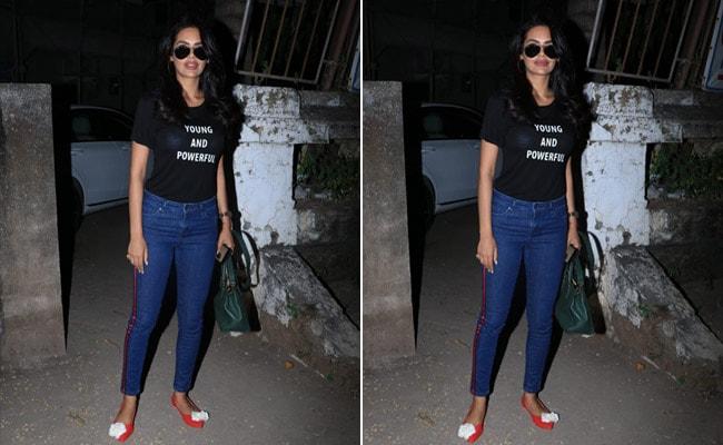 3 Slogan T-Shirts To Look As Cool As Esha Gupta