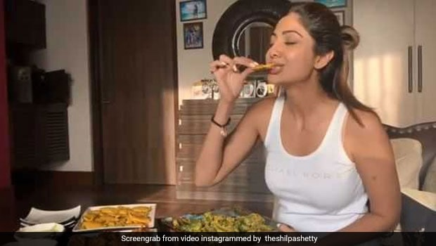 Watch: Shilpa Shetty Binges On Bhajiyas And Tells Us How To Burn Those Calories!