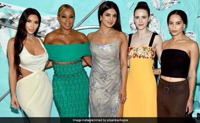 343a2691936 Priyanka Chopra s  Dazzling Night  With Kim Kardashian