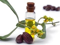 Jajoba Oil for Skin: इस वजह से अपने स्किनकेयर रूटीन में एड करें जोजोबा ऑयल