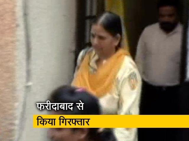 Video : पुणे पुलिस ने वामपंथी विचारक सुधा भारद्वाज को किया गिरफ्तार