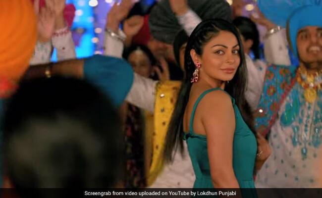 नीरू बाजवा ने पंजाबी सॉन्ग 'ब्लड विच तू' में किया शानदार भांगड़ा, 45 लाख बार देखा गया Video