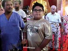 बप्पी लाहिड़ी के पोते ने 'गोल्डन लुक' में बजाया ऐसा ढोल, जनता हुई मस्त और Video वायरल