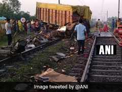 मध्य प्रदेश:  रेलवे फाटक तोड़कर दौड़ती राजधानी एक्सप्रेस से टकराया ट्रक, 2 कोच बेपटरी, ट्रक ड्राइवर की मौत