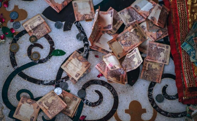 Rupee At 72-Levels Amid Easing Crude Oil Prices: 10 Points thumbnail