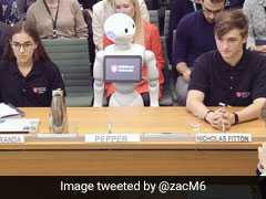 पहली बार संसद में रोबोट ने पेश की रिपोर्ट, ट्विटर यूजर्स ने उड़ाया प्रधानमंत्री का मजाक