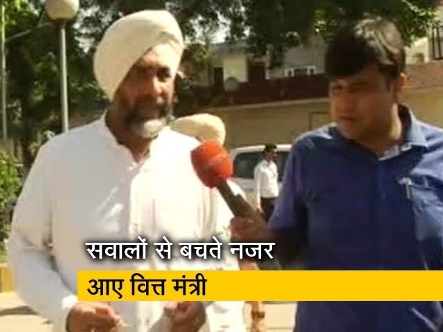 Videos : अमृतसर रेल हादसा :  सवालों से बचते नजर आए पंजाब के वित्त मंत्री मनप्रीत सिंह बादल