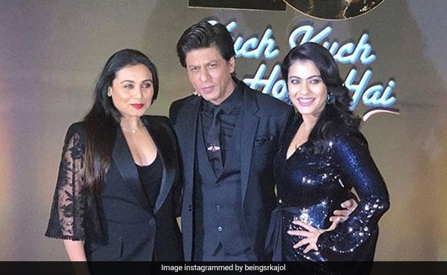 शाहरुख खान के गालों पर इन्होंने लगाया लिपस्टिक का दाग, फिर यूं पोछती दिखीं काजोल-रानी; देखें Video