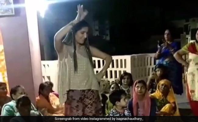 सपना चौधरी ने शादी के घर में किया देसी डांस, Video में कुछ ऐसा दिखा जबरदस्त नजारा