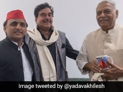 Sharing Stage With Akhilesh Yadav, Shatrughan Sinha Questions Rafale Deal
