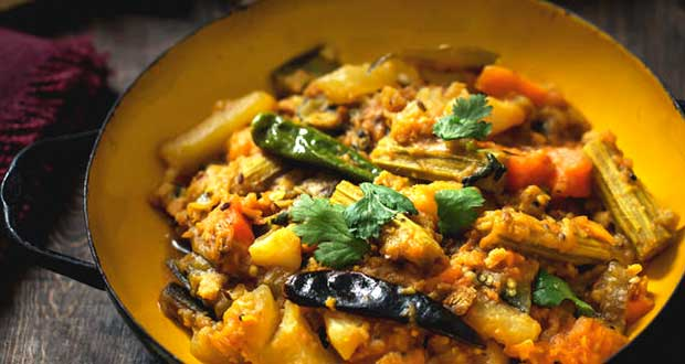 How To Make Bengali's Special Labra - A Flavourful Mix Of Vegetables And <i>Paanch Phoron</i>