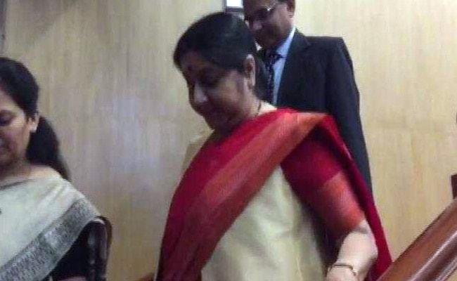 #MeToo: मोदी के मंत्री एमजे अकबर पर यौन शोषण का आरोप, सवाल से बचकर निकल गईं सुषमा स्वराज
