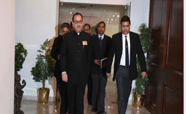 सीबीआई में घूसकांडः आलोक वर्मा और राकेश अस्थाना छुट्टी पर भेजे  गए, एम नागेश्वर को जिम्मेदारी