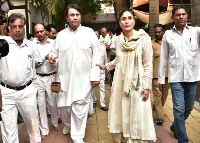 Randhir Kapoor and Kareena Kapoor at the funeral