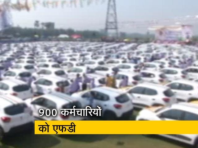 Videos : सूरत: हीरा कारोबारी ने 600 कर्मचारियों को दिवाली गिफ्ट में दी कार