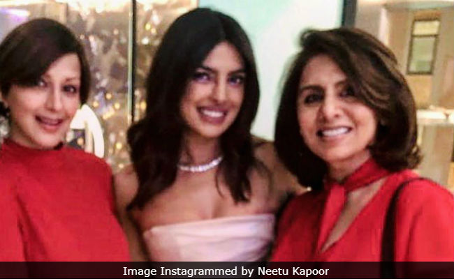 surprise sonali bendre and neetu kapoor were also at priyanka chopras bridal shower
