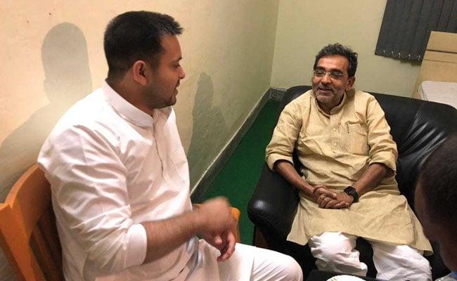 बीजेपी-जेडीयू में सीटों के बंटवारे के बीच तेजस्वी यादव से मिले उपेंद्र कुशवाहा