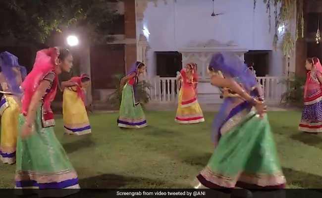 प्रधानमंत्री मोदी के लिखे गीत पर नेत्रहीन बच्चियों ने किया ऐसा गरबा डांस, PM भी बोल पड़े- अभिभूत हो गया