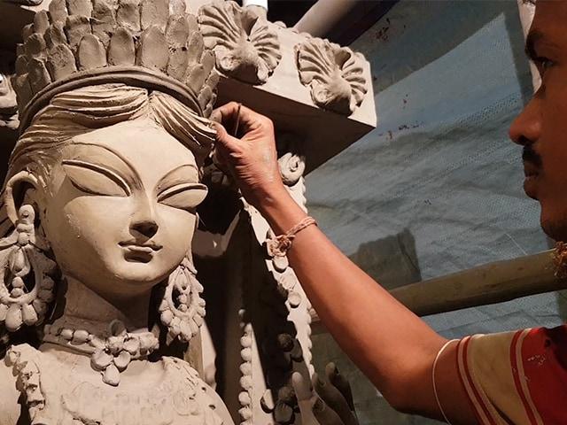 Video : এক মুঠো ছোট বেলা ফিরিয়ে দেওয়ার লক্ষ্যে ভবানীপুর ৭৫ পল্লী