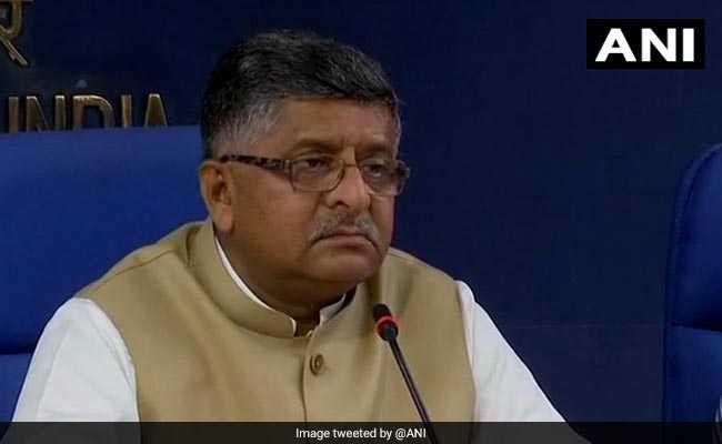 कांग्रेस ने 'हिटलर' से की PM मोदी की तुलना, BJP ने दिलाई इंदिरा गांधी के कार्यकाल की याद
