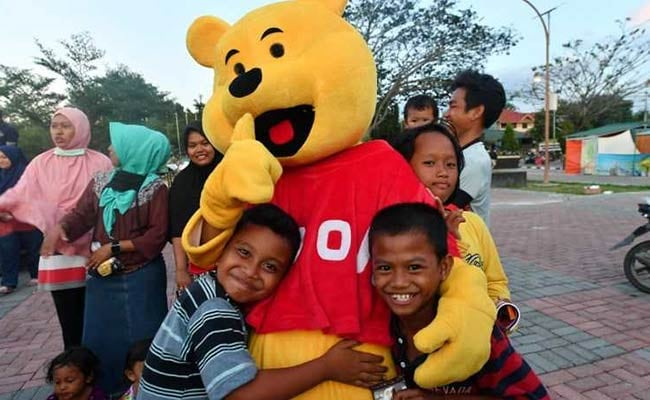 Winnie The Pooh Brings Laughter To Indonesia Kids After Earthquake