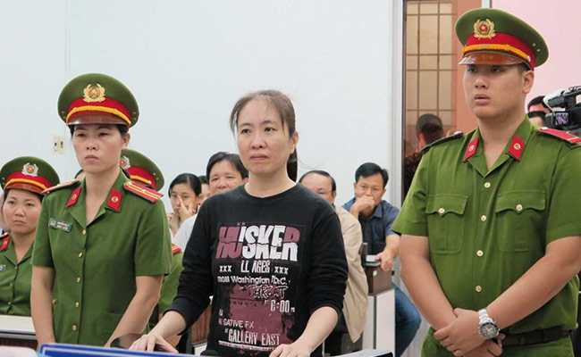 Vietnamese Dissident Mother Mushroom En Route to US After Release