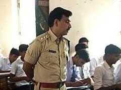 झारखंड : जब स्कूल में अचानक पहुंचे यह पुलिस अफसर बन गए टीचर!