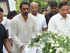 Arjun Rampal's Mother Gwen Rampal Dies. Ex-Wife Mehr Jesia And Daughters Mahikaa And Myra Pay Last Respects