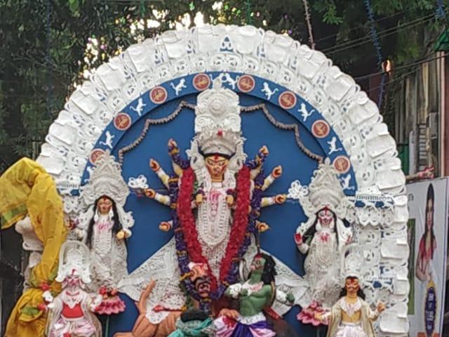 Video : বিজয়া দশমীতে হাতিবাগান কুন্ডুবাড়ির প্রতিমা নিরঞ্জনে তারকা সমাবেশ