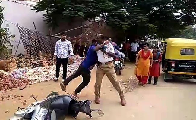 Watch: Karnataka Lawyer, Allegedly Drunk, Assaults Traffic Cops