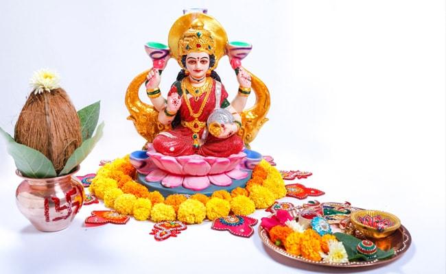 Dhanteras 2018: धनतेरस पर मां लक्ष्मी को करना है प्रसन्न, तो यहां जानिए पूरी पूजा-विधि