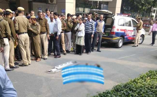 दिल्ली पुलिस के ACP ने पुलिस मुख्यालय की इमारत से कूदकर की खुदकुशी