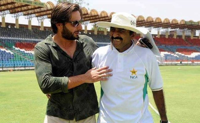 Fromer Pakistan captain Javed Miandad laughs off allegations levelled against him by Shahid Afridi