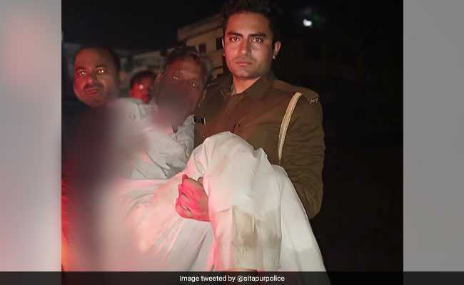 No Ambulance, UP Constable Carries Bleeding Man in Arms, Gets Him Treated