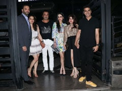 In Pics: Akshay Kumar And Twinkle Khanna's Dinner Date With Bobby Deol, Tanya Deol And Others