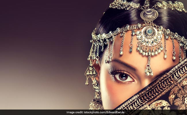 Indian Hair Accessories To Wear This <i>Shaadi</i> Season